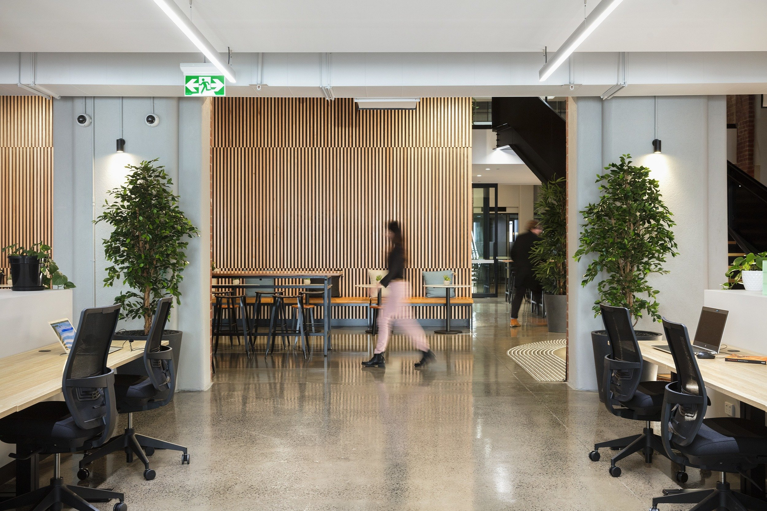 Taking on a Lease vs. Investing in Coworking: What's Right for You?