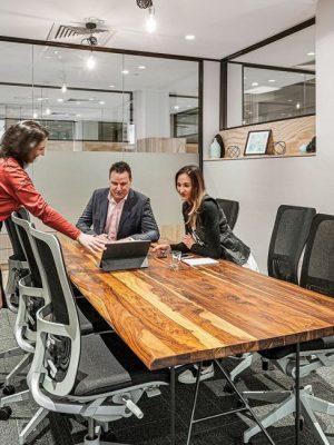 3 people having a meeting